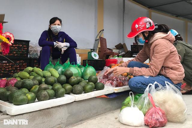 Người dân tâm dịch thành phố Chí Linh đi chợ bằng thẻ theo ngày chẵn lẻ - Ảnh 7.