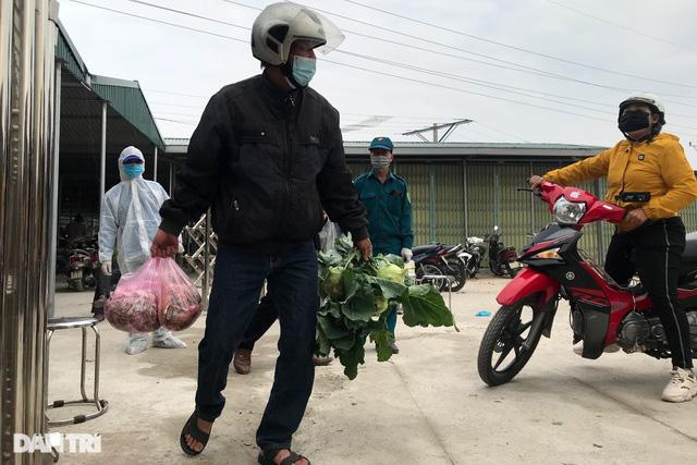 Người dân tâm dịch thành phố Chí Linh đi chợ bằng thẻ theo ngày chẵn lẻ - Ảnh 8.