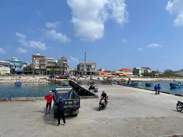 Quảng Ngãi: Khách ra đảo du xuân 7 ngày tết, chỉ bằng hơn nữa ngày năm trước  - Ảnh 5.