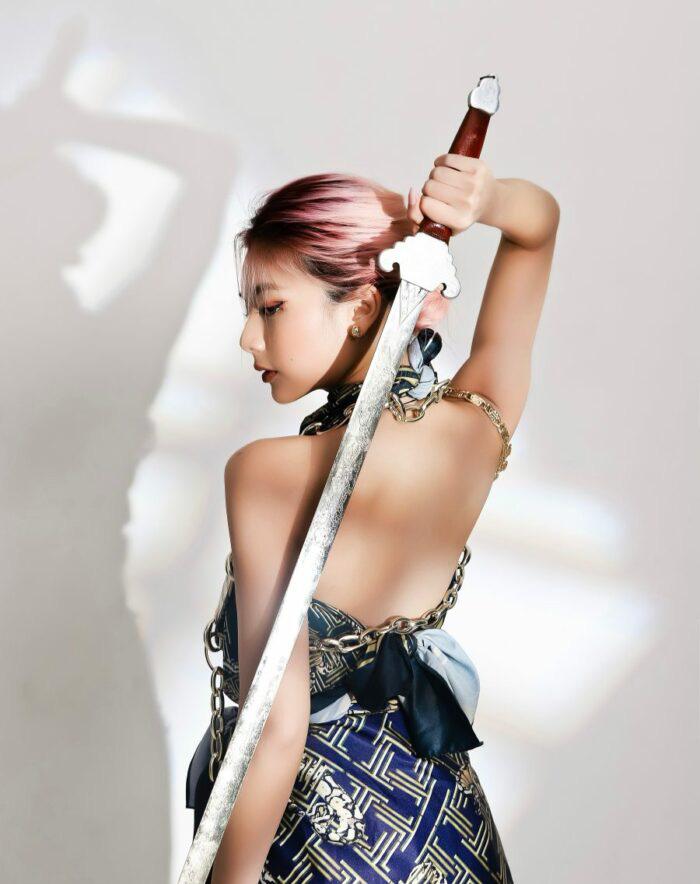 Nữ võ sư Vịnh Xuân Nam Anh khoe ảnh nửa hở nửa kín với... áo lót - Ảnh 4.