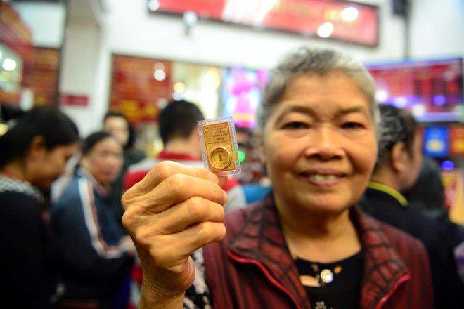 Ngày Vía Thần tài: Người dân mua vàng bằng hình thức online, chuyển khoản - Ảnh 1.
