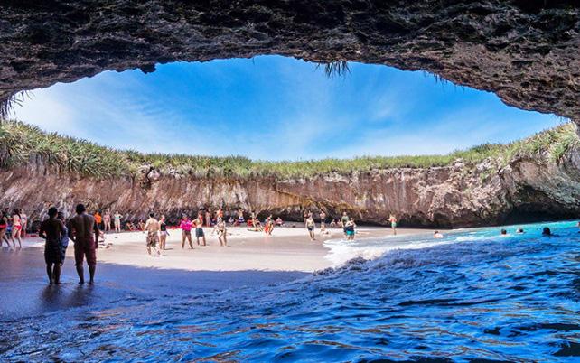 Thiên đường bãi biển độc lạ ẩn giấu trong hang động ở Mexico - Ảnh 3.