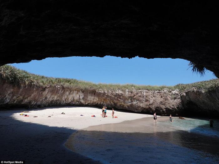 Thiên đường bãi biển độc lạ ẩn giấu trong hang động ở Mexico - Ảnh 6.