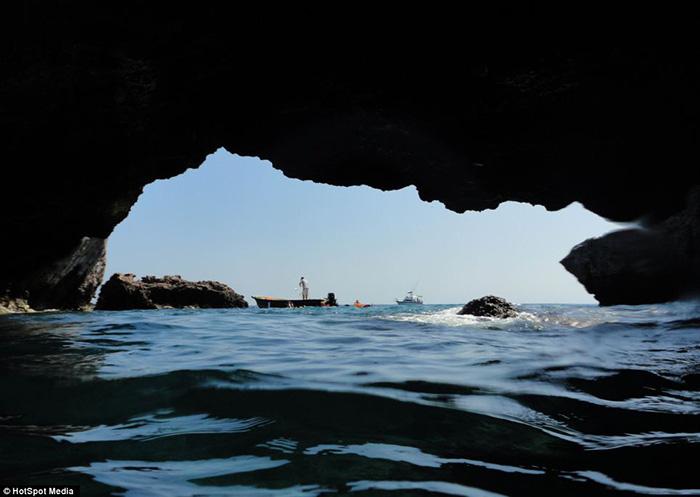 Thiên đường bãi biển độc lạ ẩn giấu trong hang động ở Mexico - Ảnh 7.