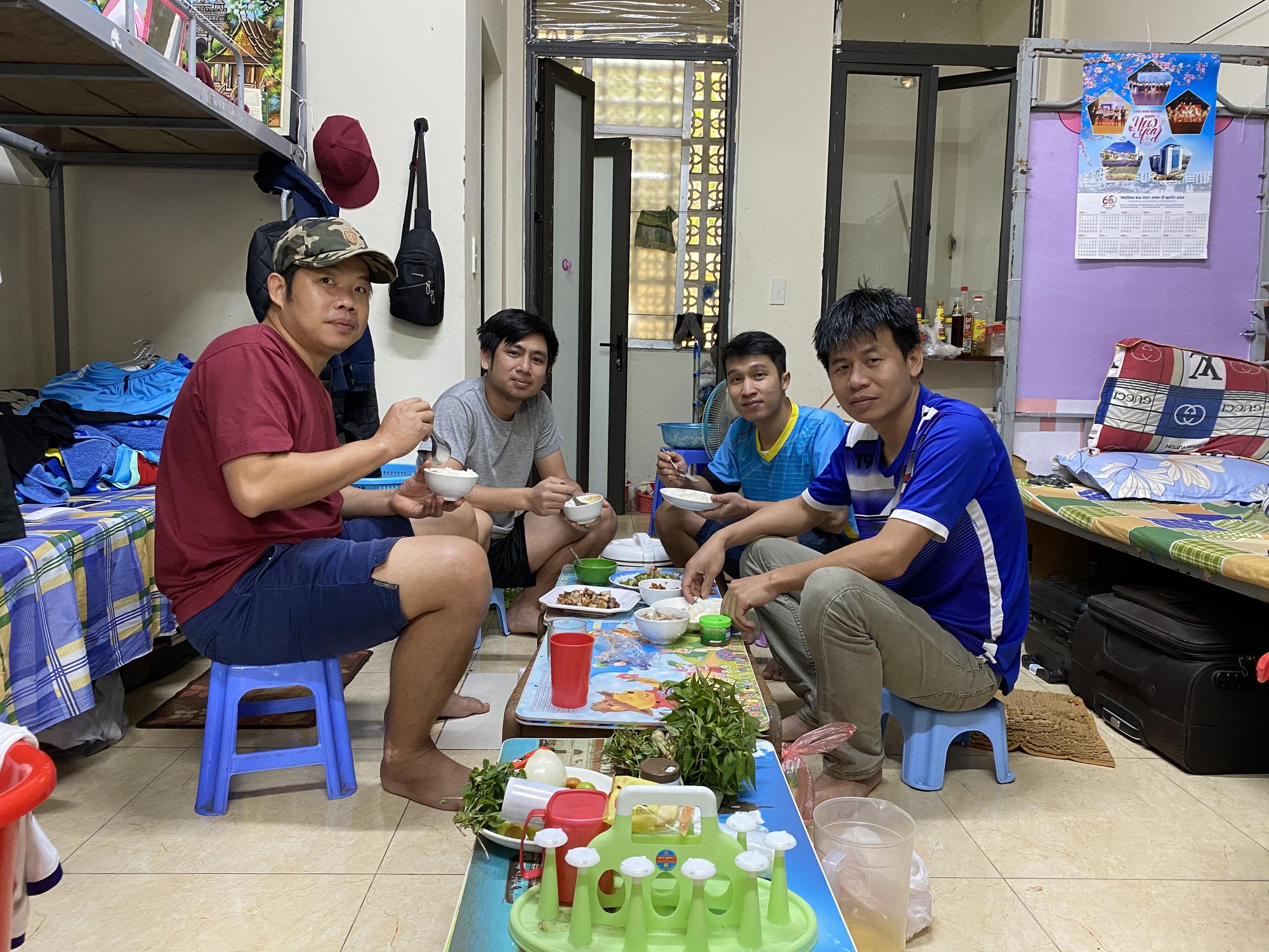 Cuộc sống đặc biệt giữa bối cảnh dịch bệnh Covid-19 của những sinh viên, lưu học sinh nước ngoài trên đất Việt - Ảnh 9.