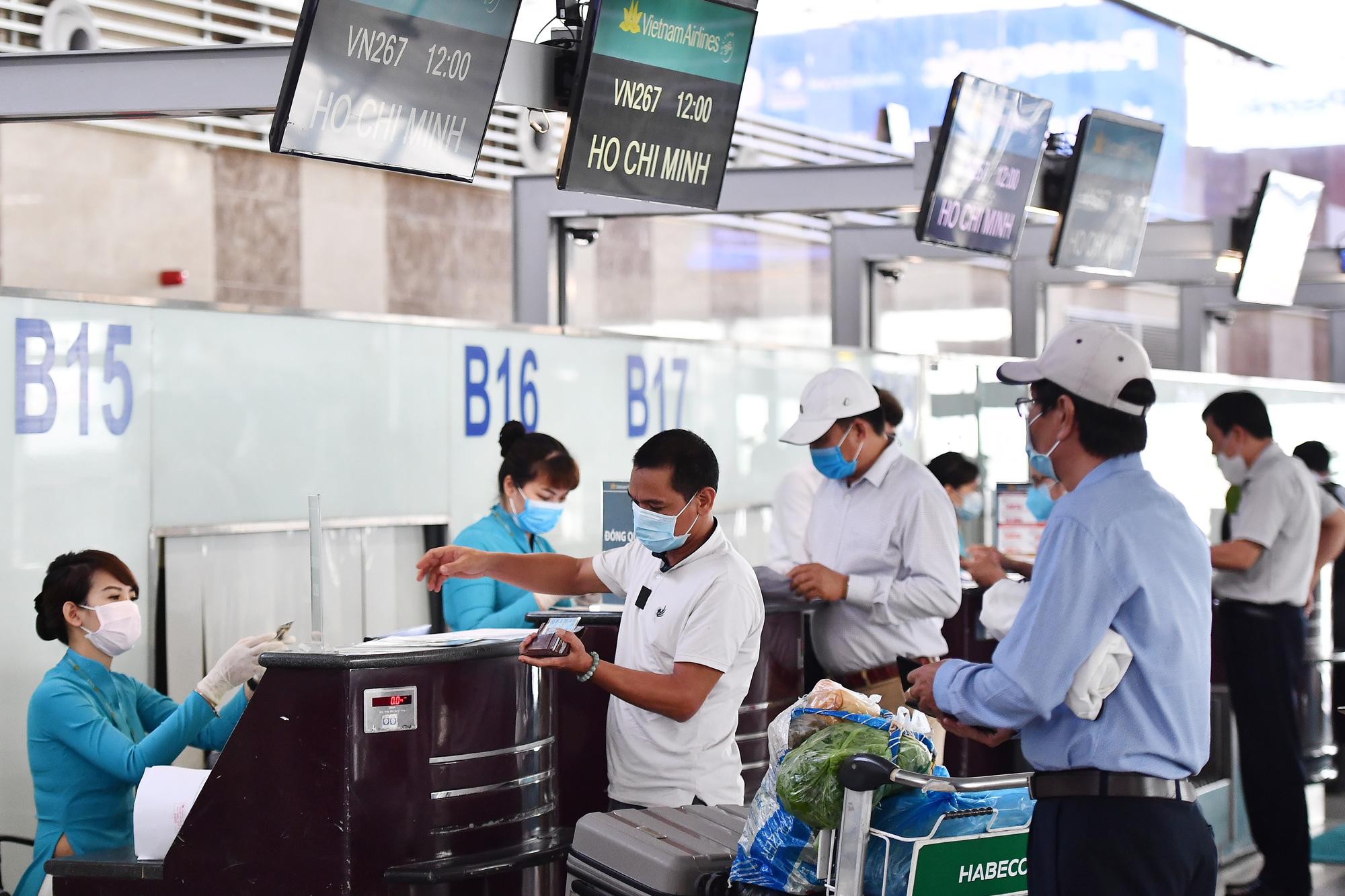 Các hãng hàng không không trả tiền khách hàng khi hoàn vé máy bay: Bộ GTVT nói gì?  - Ảnh 2.