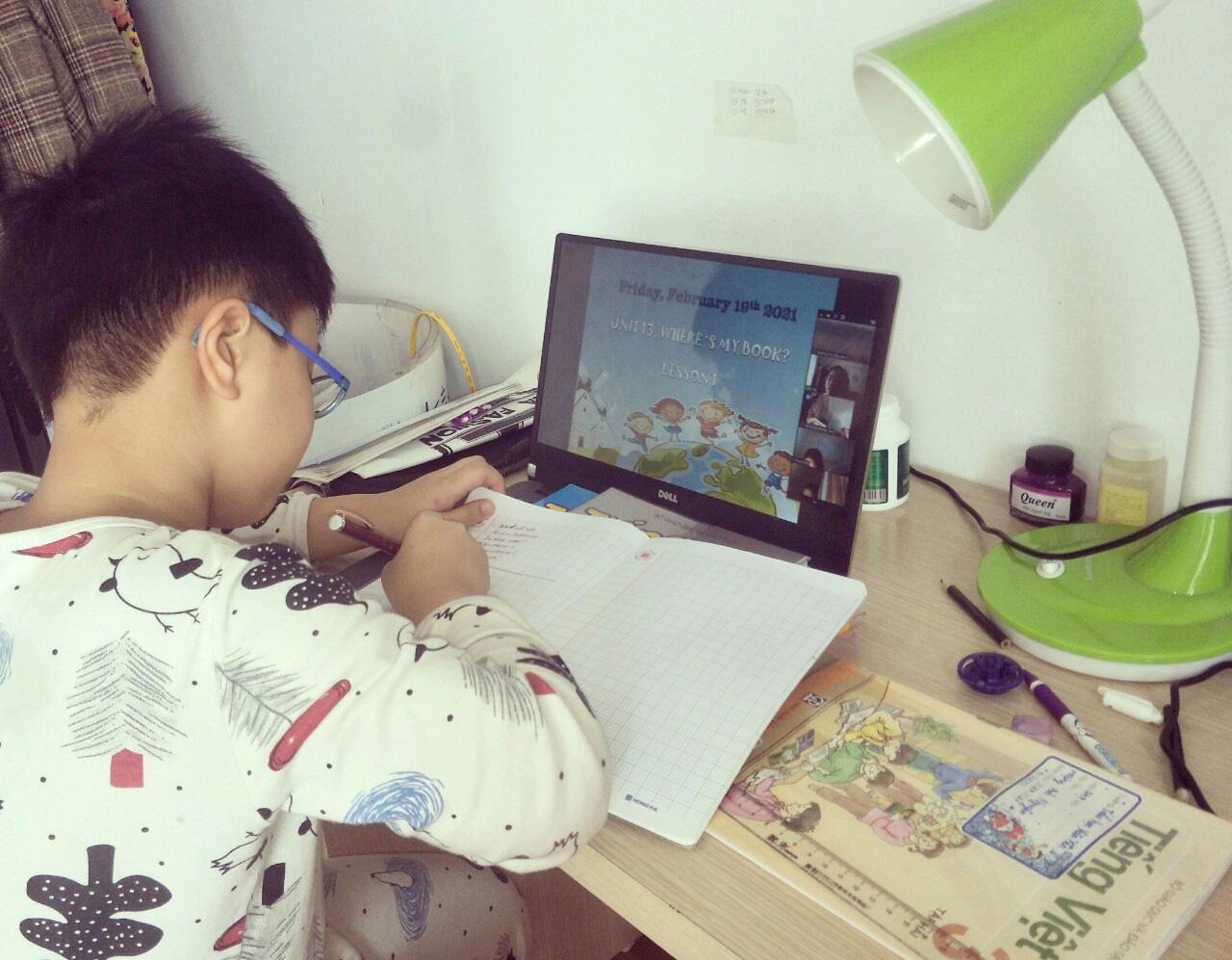 Nhiều phụ huynh lao đao, có lúc bị stress vì vật vã lo hướng dẫn con học online - Ảnh 5.