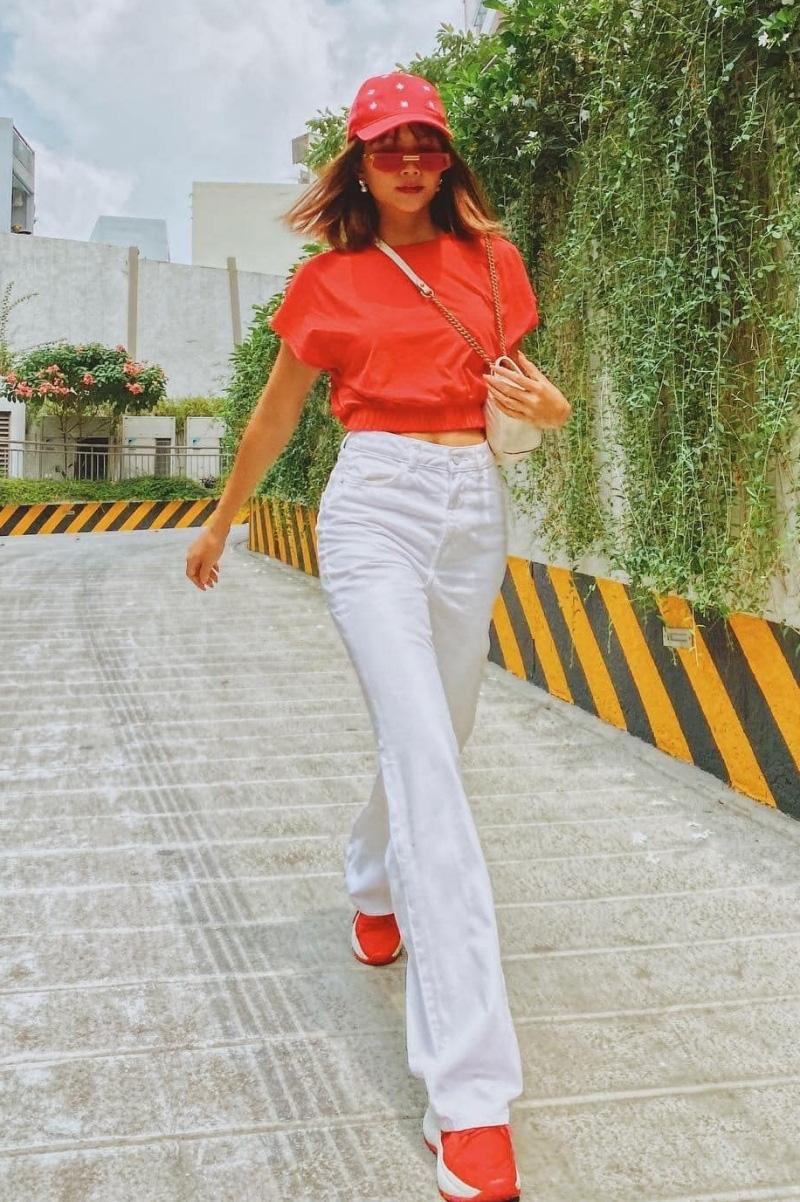 Ngắm phong cách thời trang khi du xuân của các mỹ nhân Việt - Ảnh 4.