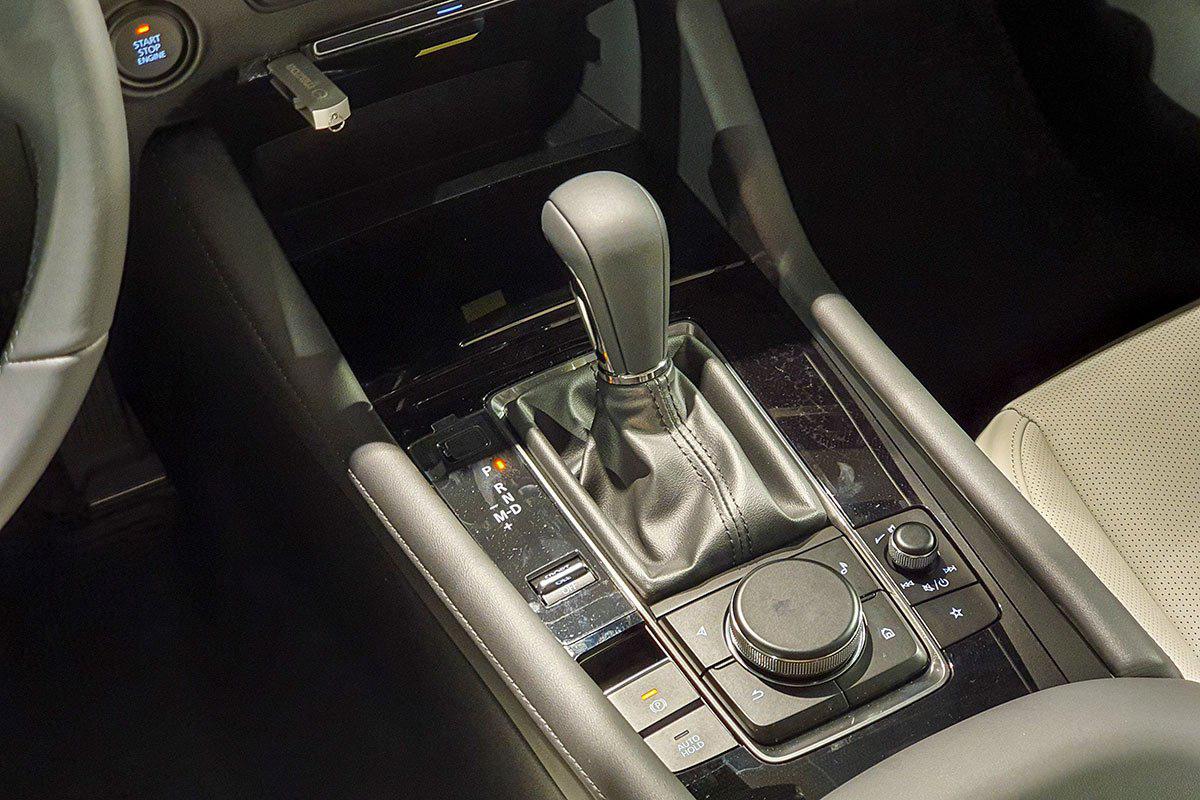 Lái xe số tự động có dễ như bạn tưởng? - Ảnh 1.