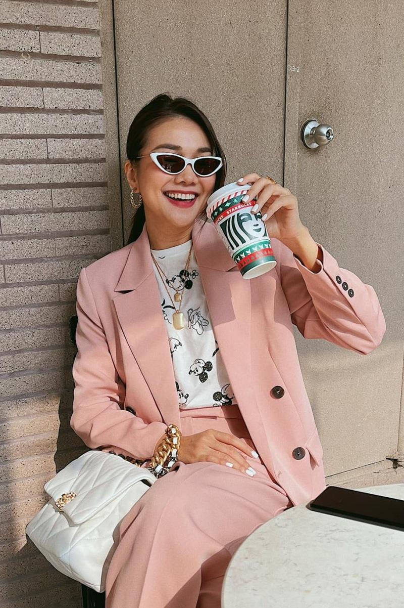 Ngắm phong cách thời trang khi du xuân của các mỹ nhân Việt - Ảnh 2.