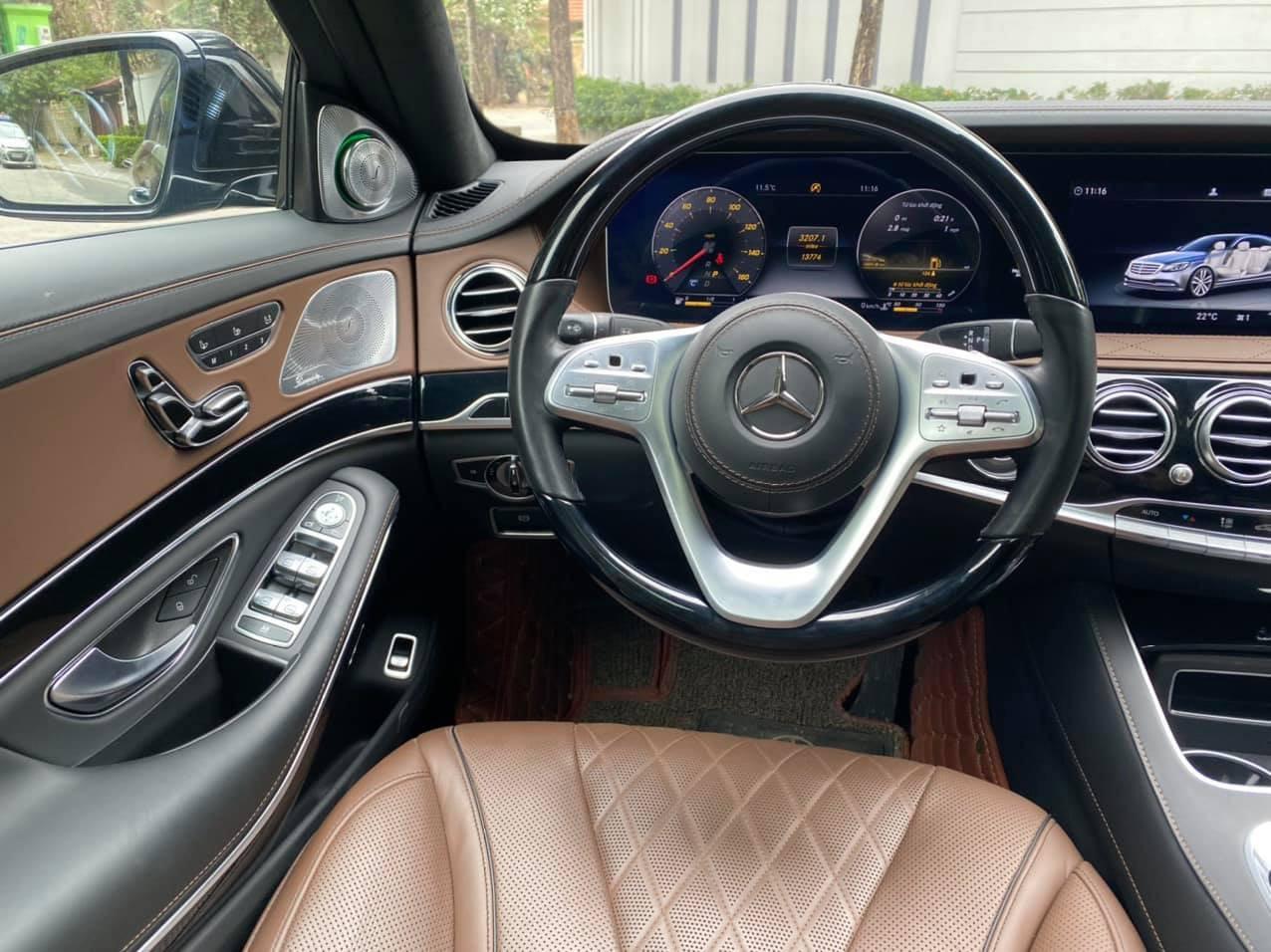 Xe Mercedes sang trọng này chạy hơn 2 vạn rao bán giá khó tin - Ảnh 3.
