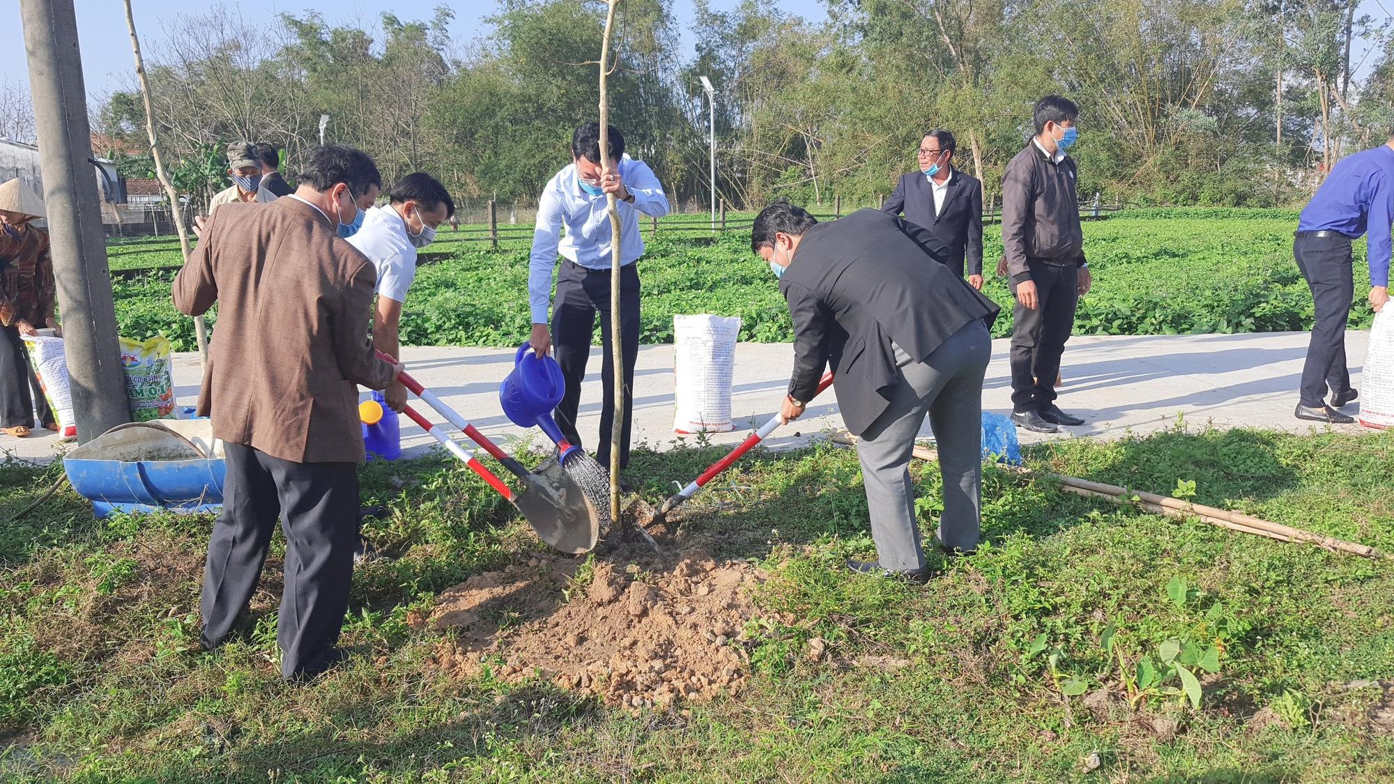 """Hội Nông dân TP Đà Nẵng tổ chức Lễ phát động """"Tết trồng cây đời đời nhớ ơn Bác Hồ"""" năm 2021 - Ảnh 3."""