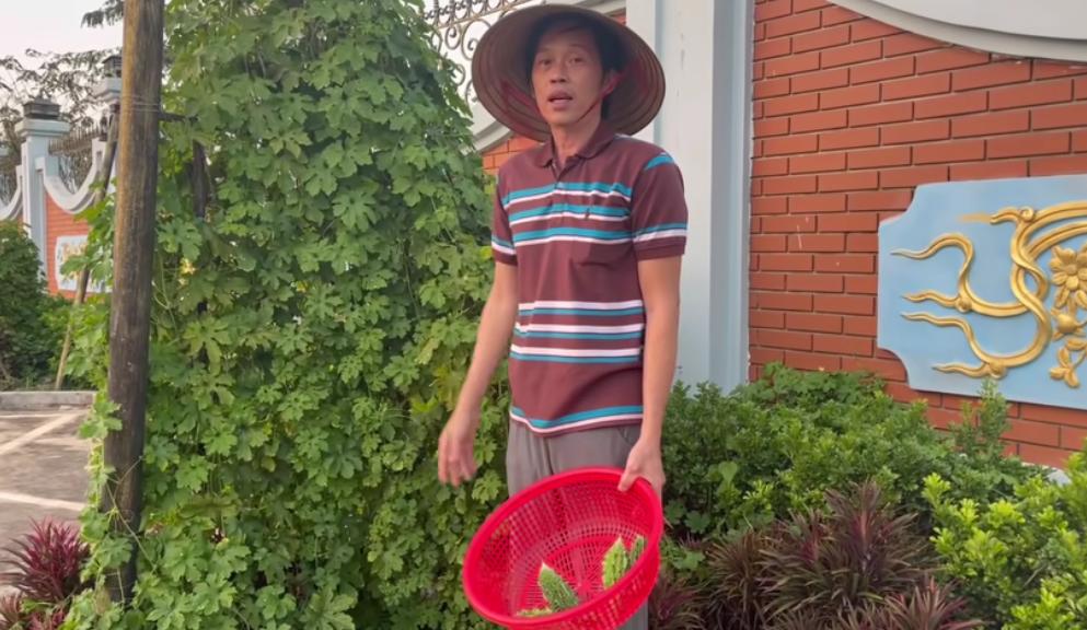 Nghệ sĩ Hoài Linh có lượt người theo dõi khổng lồ sau một thời gian ngắn tham gia Youtube. Ảnh: Youtube nhân vật.