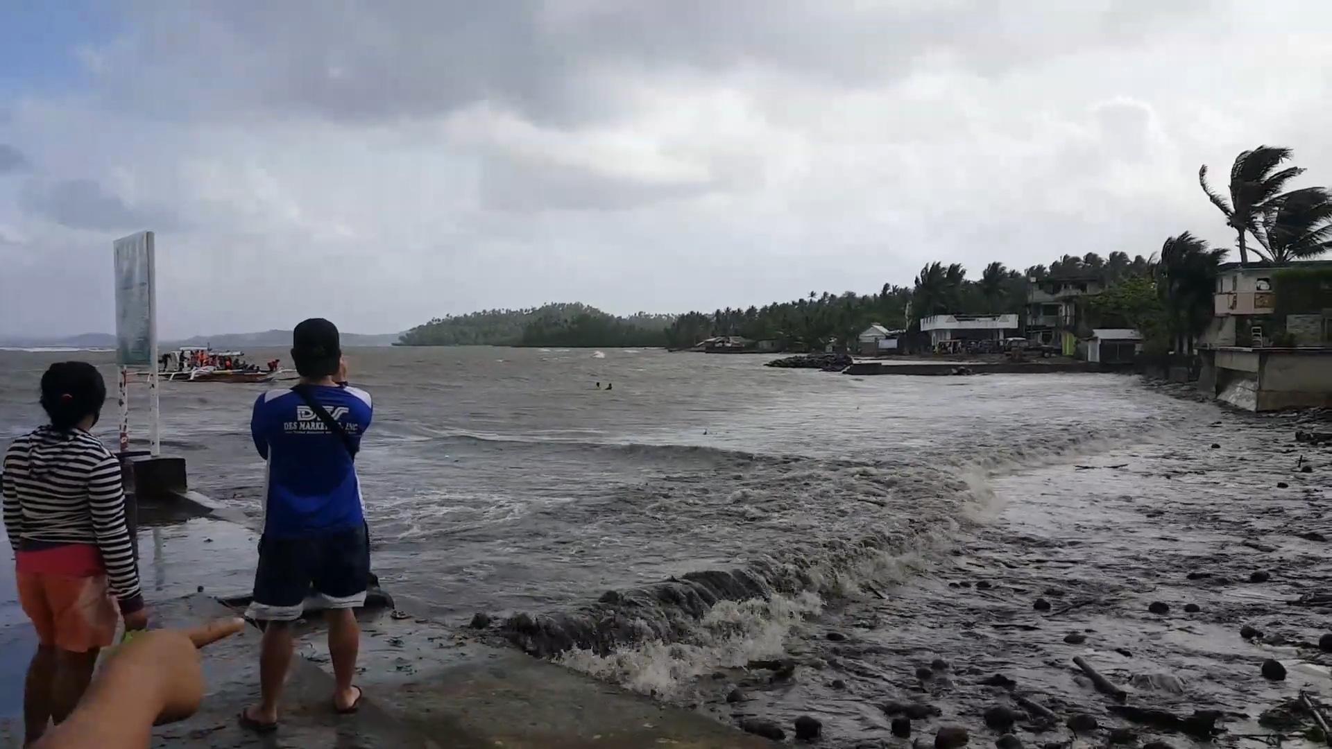 Bão Auring đang gây ra sóng gió khi nó di chuyển về phía Philippines - Ảnh 2.