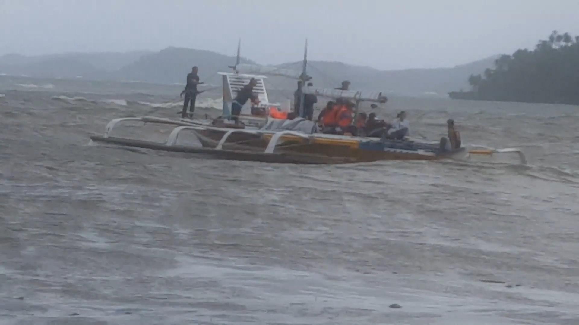 Bão Auring đang gây ra sóng gió khi nó di chuyển về phía Philippines - Ảnh 3.