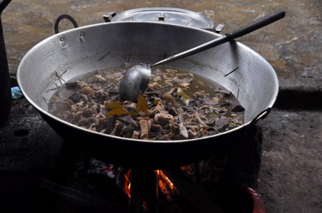 9 món ăn Việt Nam khiến khách Tây sợ hãi - Ảnh 7.