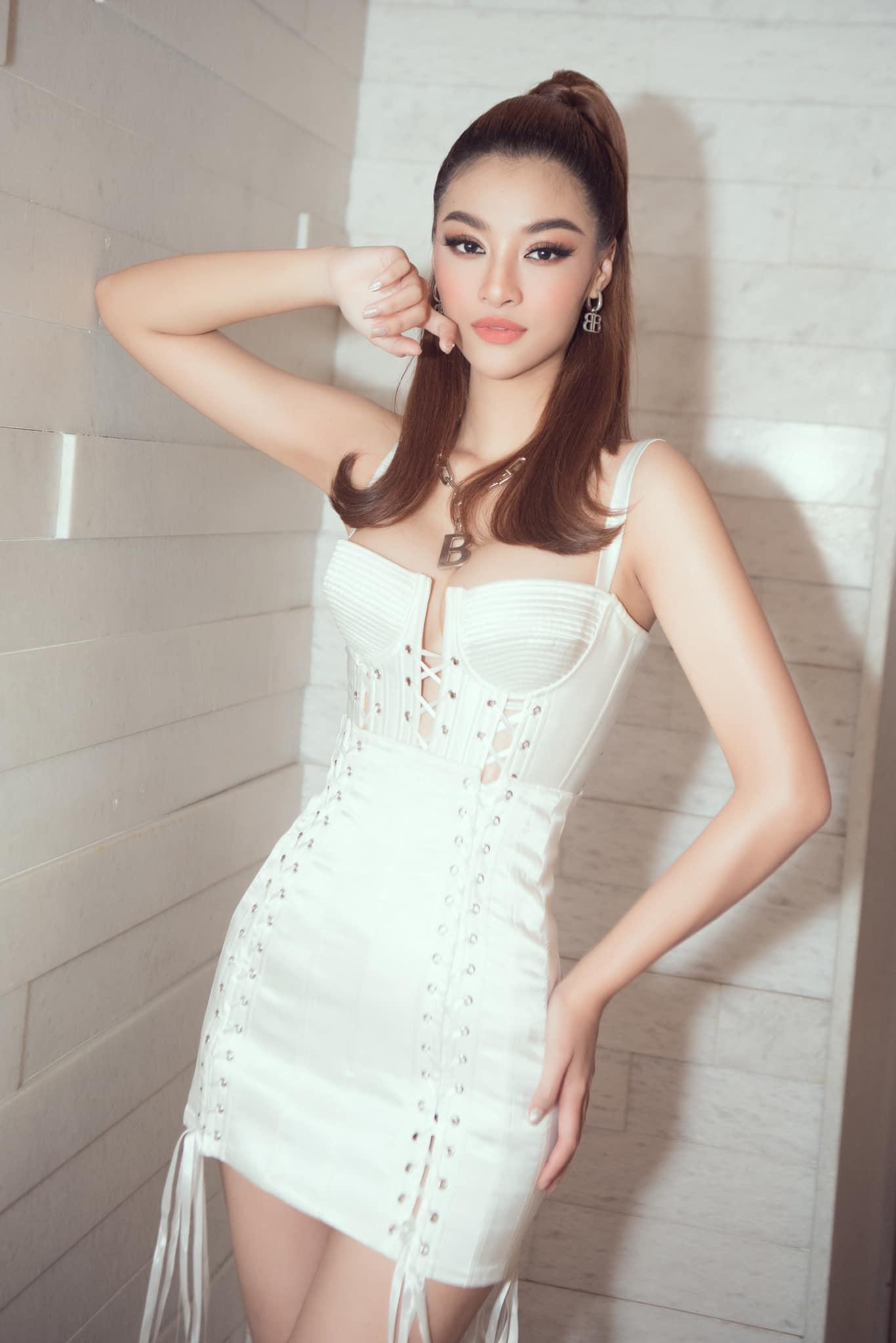 """BTV Hoài Anh xinh đẹp """"đốn tim"""" ở tuổi 41, Hà Anh mặc bikini chân dài nóng bỏng - Ảnh 6."""