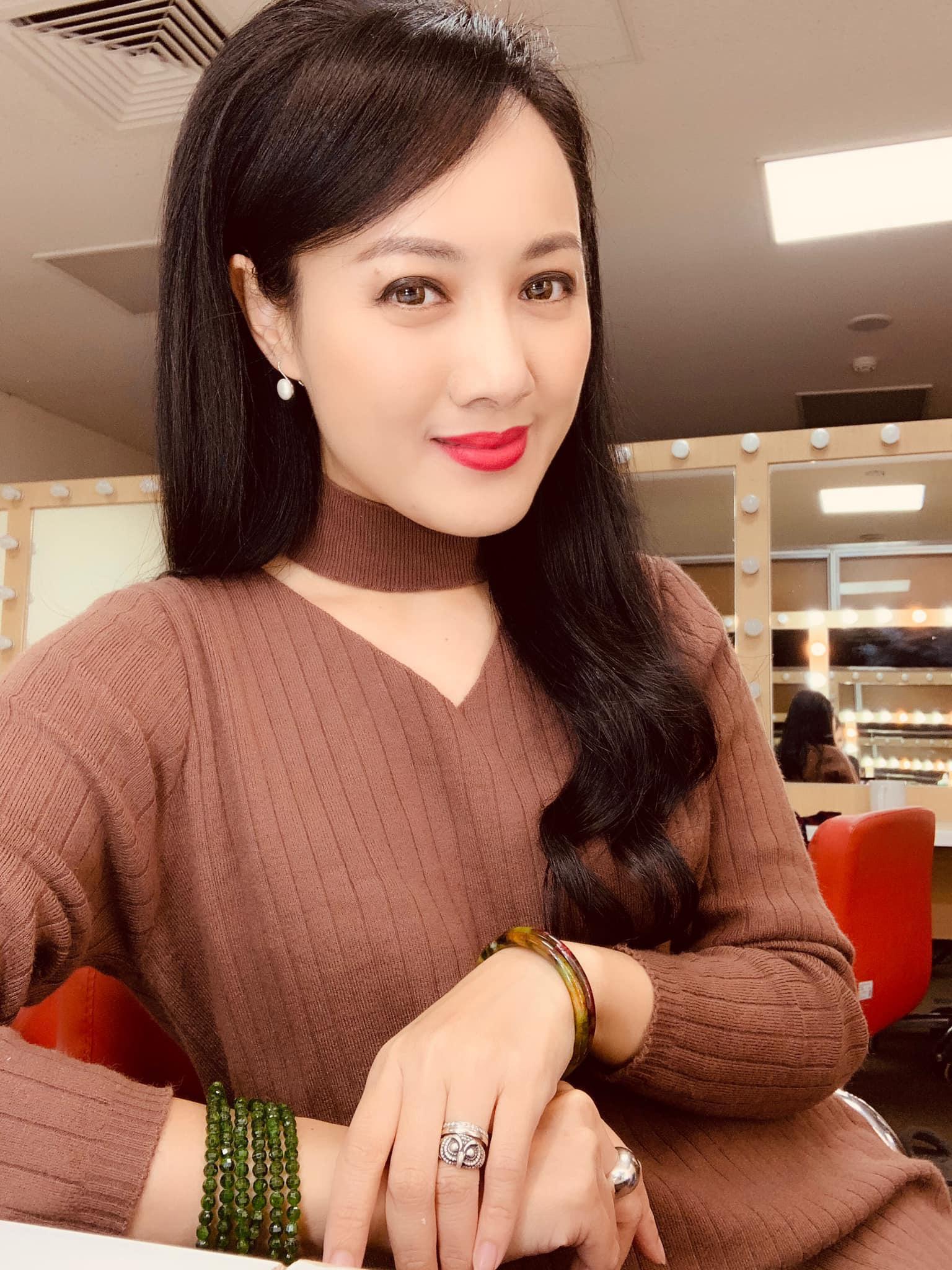 """BTV Hoài Anh xinh đẹp """"đốn tim"""" ở tuổi 41, Hà Anh mặc bikini chân dài nóng bỏng - Ảnh 2."""