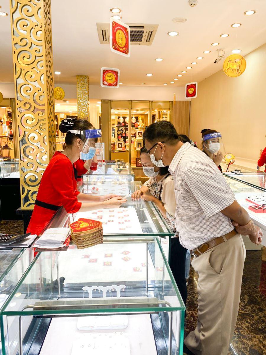 DOJI tăng cường các biện pháp phòng chống dịch cho khách hàng dịp Thần tài 2021 - Ảnh 3.