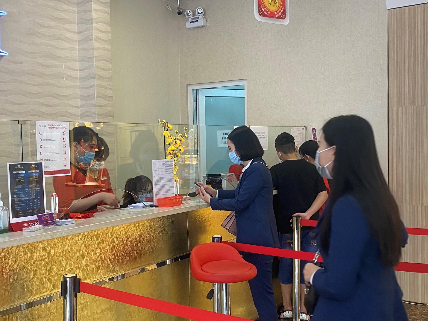 DOJI tăng cường các biện pháp phòng chống dịch cho khách hàng dịp Thần tài 2021 - Ảnh 5.