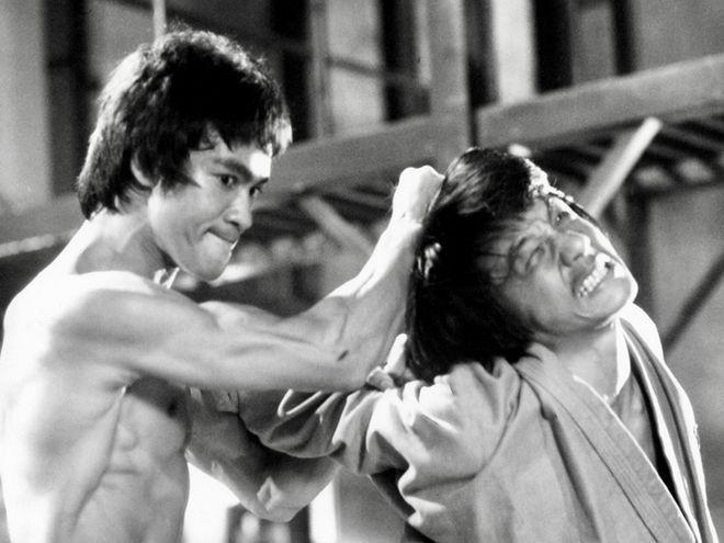 """Lý Tiểu Long thách thức phố Tàu, bị cao thủ 20 tuổi đánh """"sấp mặt""""? - Ảnh 1."""