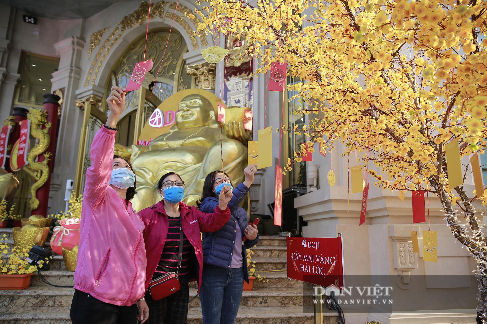 Người dân xếp hàng từ 5h sáng chờ mua vàng ngày vía Thần Tài - Ảnh 12.