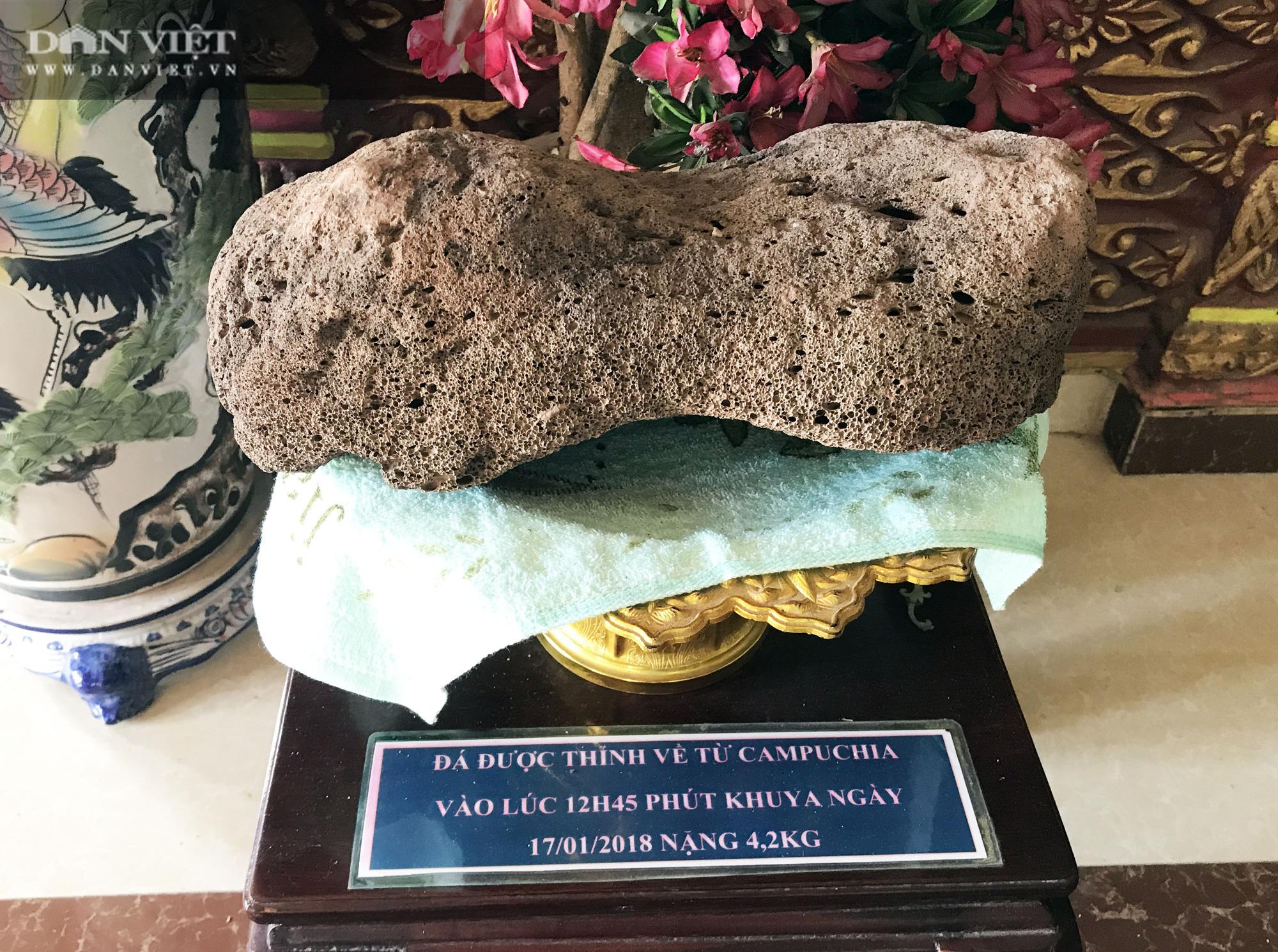 Chuyện lạ ở Sóc Trăng: Cặp đá nặng 4,2kg nổi được trên mặt nước  - Ảnh 3.
