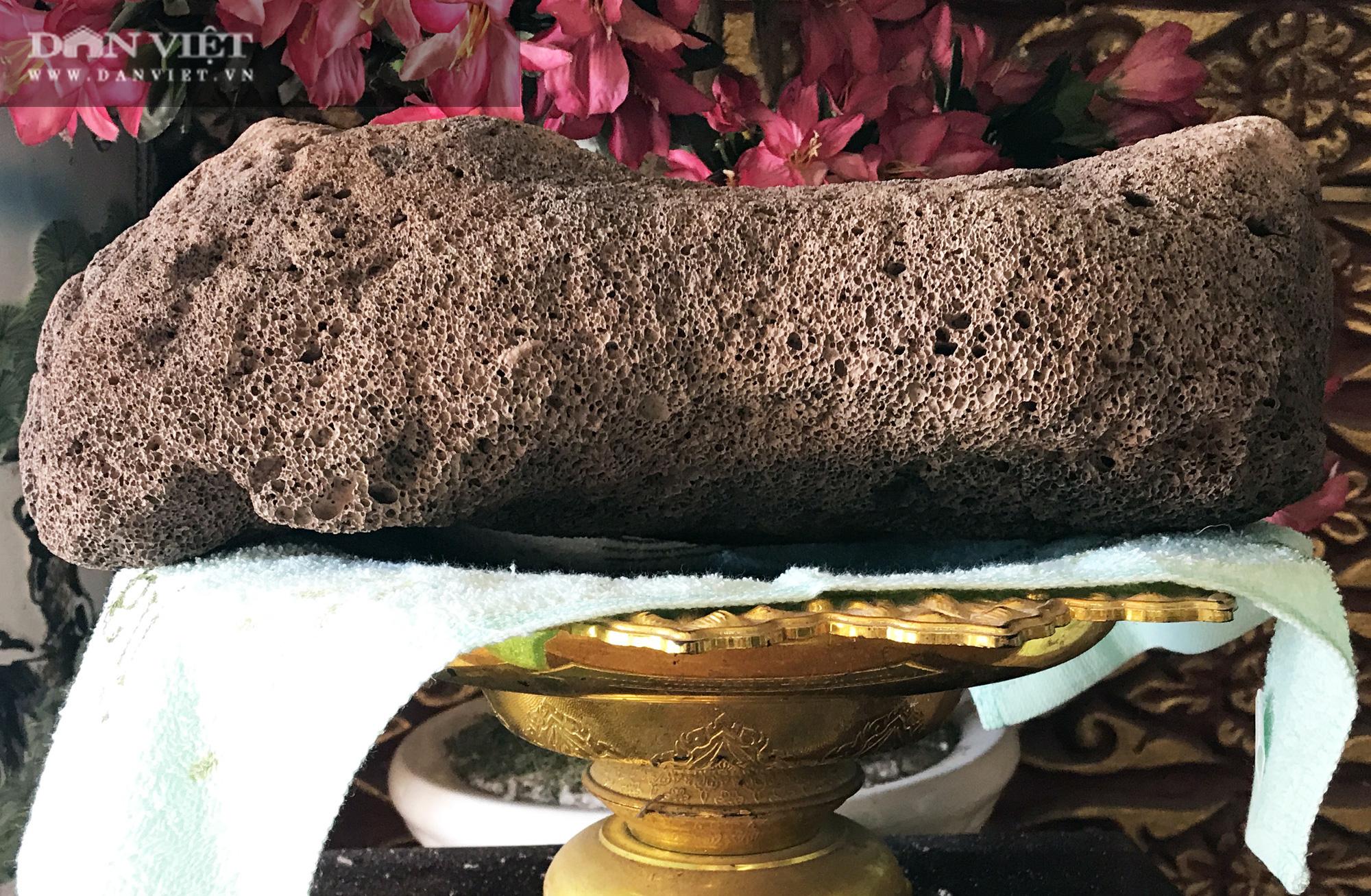 Chuyện lạ ở Sóc Trăng: Cặp đá nặng 4,2kg nổi được trên mặt nước  - Ảnh 5.