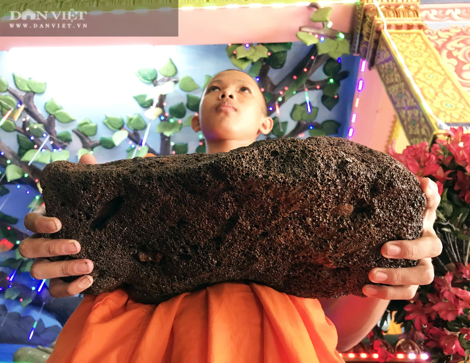 Chuyện lạ ở Sóc Trăng: Cặp đá nặng 4,2kg nổi được trên mặt nước  - Ảnh 6.