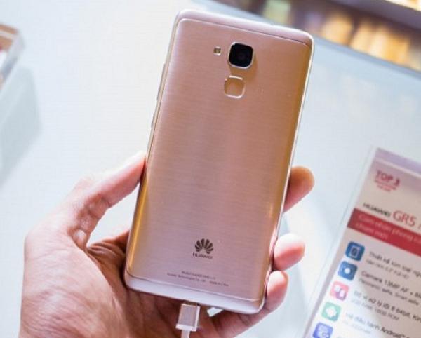 Ca sĩ Mỹ Tâm đại diện cho điện thoại Huawei và cái kết bất ngờ - Ảnh 1.