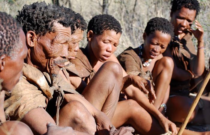 Điệu nhảy chữa bệnh kỳ diệu theo đức tin của bộ lạc San ở châu Phi - Ảnh 2.