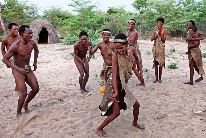 Điệu nhảy chữa bệnh kỳ diệu theo đức tin của bộ lạc San ở châu Phi - Ảnh 6.