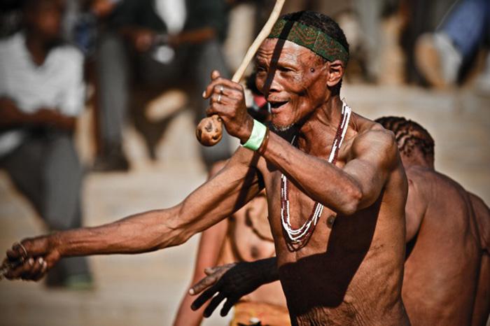 Điệu nhảy chữa bệnh kỳ diệu theo đức tin của bộ lạc San ở châu Phi - Ảnh 7.
