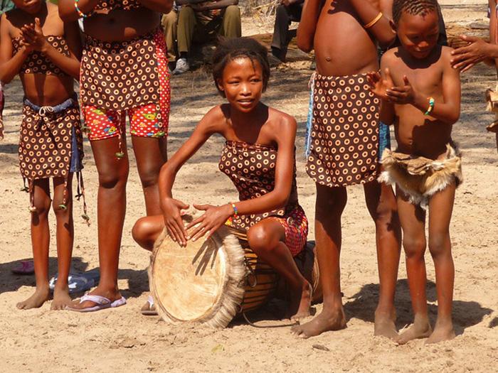 Điệu nhảy chữa bệnh kỳ diệu theo đức tin của bộ lạc San ở châu Phi - Ảnh 8.