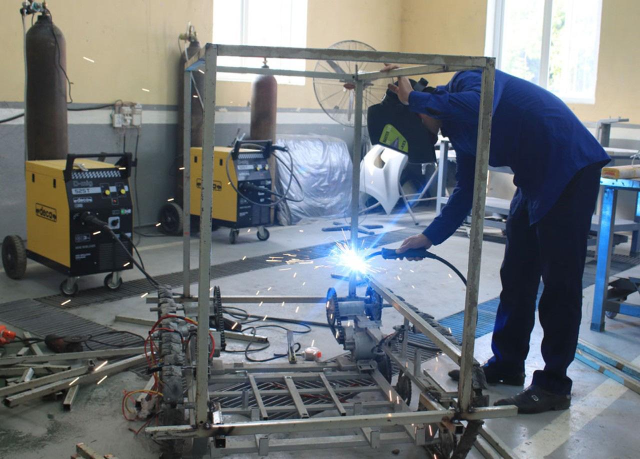 Hải Dương: Độc đáo Robot vận chuyển nhu yếu phẩm phòng chống dịch Covid-19  - Ảnh 2.