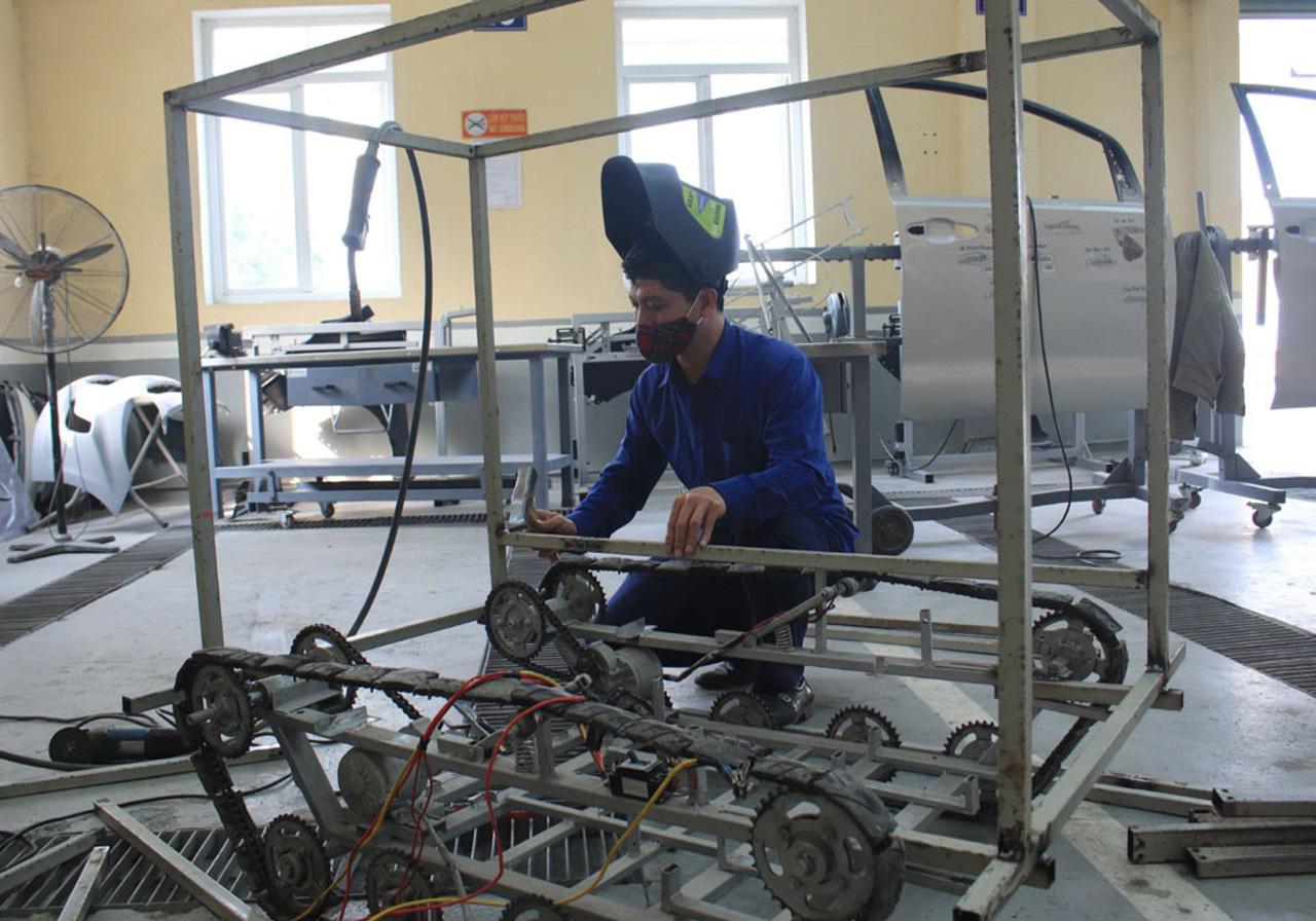 Hải Dương: Độc đáo Robot vận chuyển nhu yếu phẩm phòng chống dịch Covid-19  - Ảnh 3.