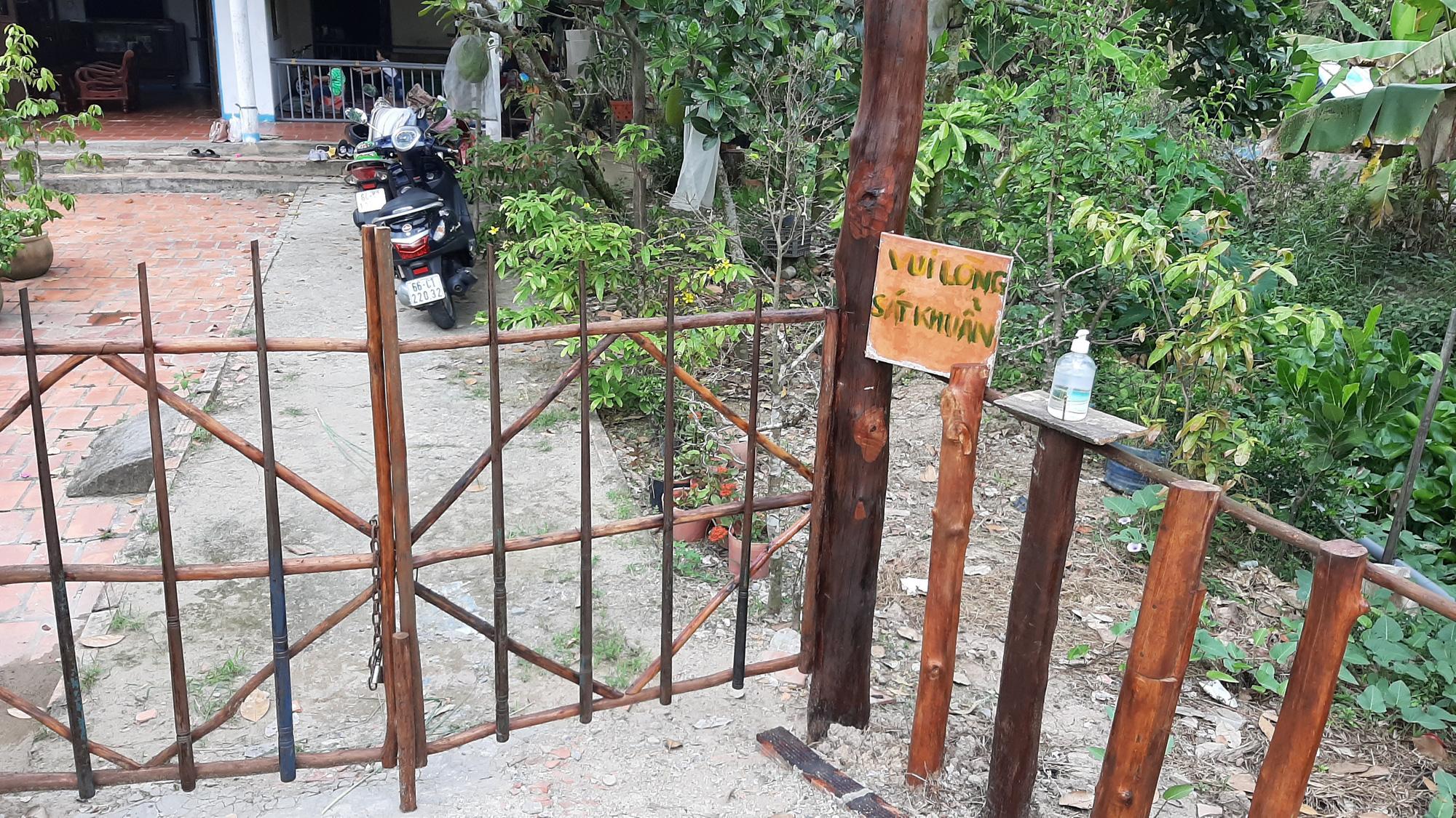 Hình chân thật những ngày Tết phòng tránh dịch Covid-19 ở một vùng quê thuộc tỉnh Đồng Tháp.