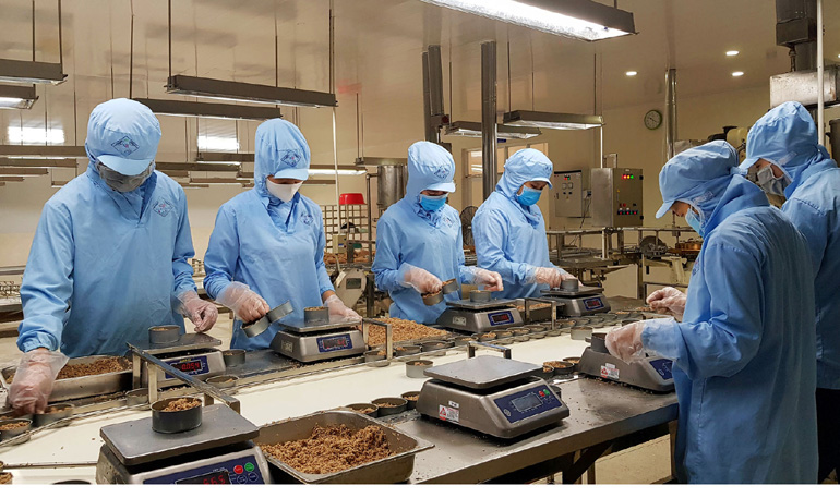 Phú Yên: Một doanh nghiệp ăn nên làm ra nhờ bắt tay ngư dân bắt loài cá ngừ này đóng hộp bán ra nước ngoài - Ảnh 1.