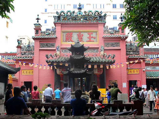 Top 10 chùa linh thiêng nên đi lễ đầu năm ở Việt Nam - Ảnh 7.