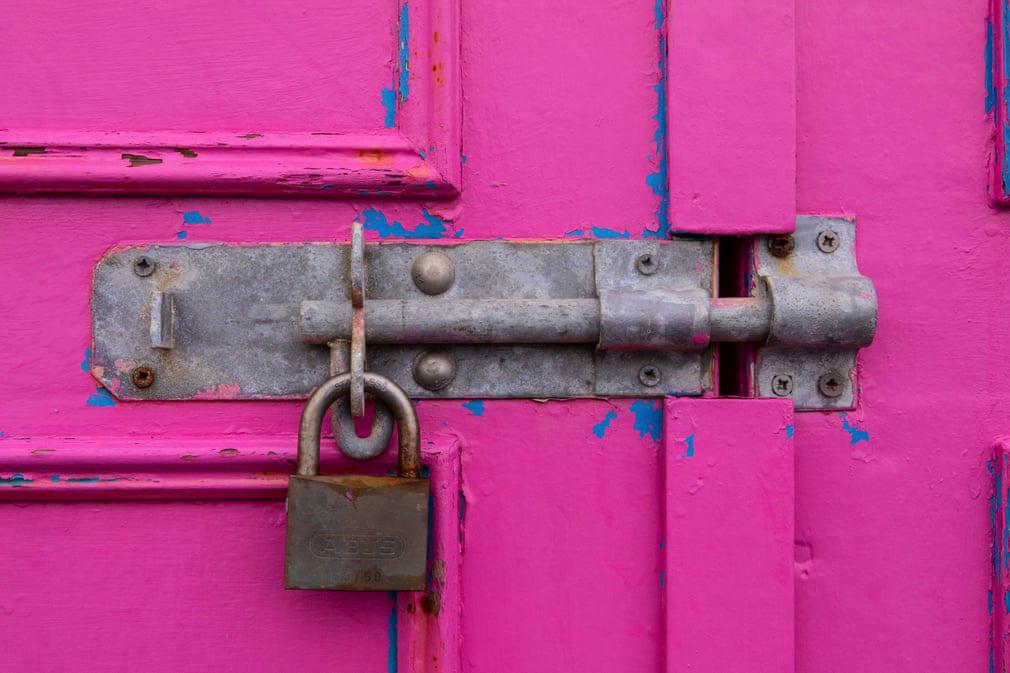 Nhiếp ảnh gia chụp hơn 400 ổ khóa trong mùa dịch - Ảnh 2.