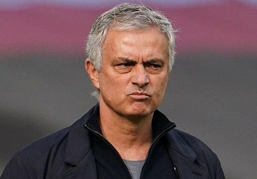 Mourinho nguy cơ bị ra đường.