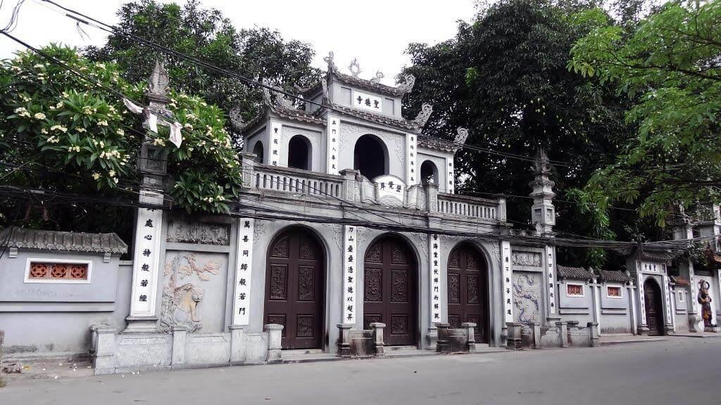 Top 10 chùa linh thiêng nên đi lễ đầu năm ở Việt Nam - Ảnh 4.