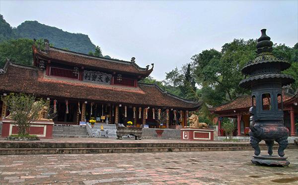 Top 10 chùa linh thiêng nên đi lễ đầu năm ở Việt Nam - Ảnh 5.