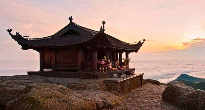 Top 10 chùa linh thiêng nên đi lễ đầu năm ở Việt Nam - Ảnh 10.