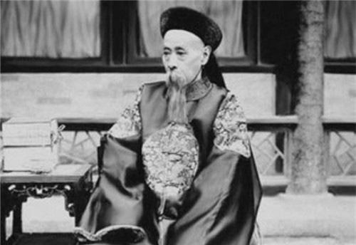 """Vị tham quan quyền lực nhất lịch sử, Hòa Thân gọi bằng """"thầy"""" nhưng lại giữ chữ tín và quản lý tài chính """"cực khủng"""" - Ảnh 4."""