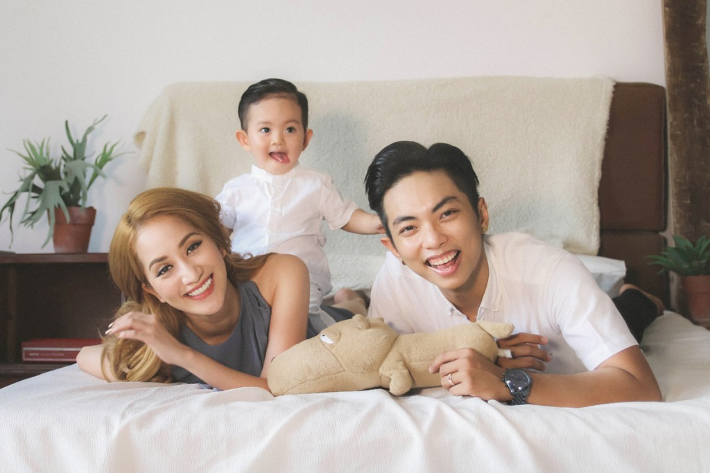 Gia đình hạnh phúc của Phan Hiển - Khánh Thy.