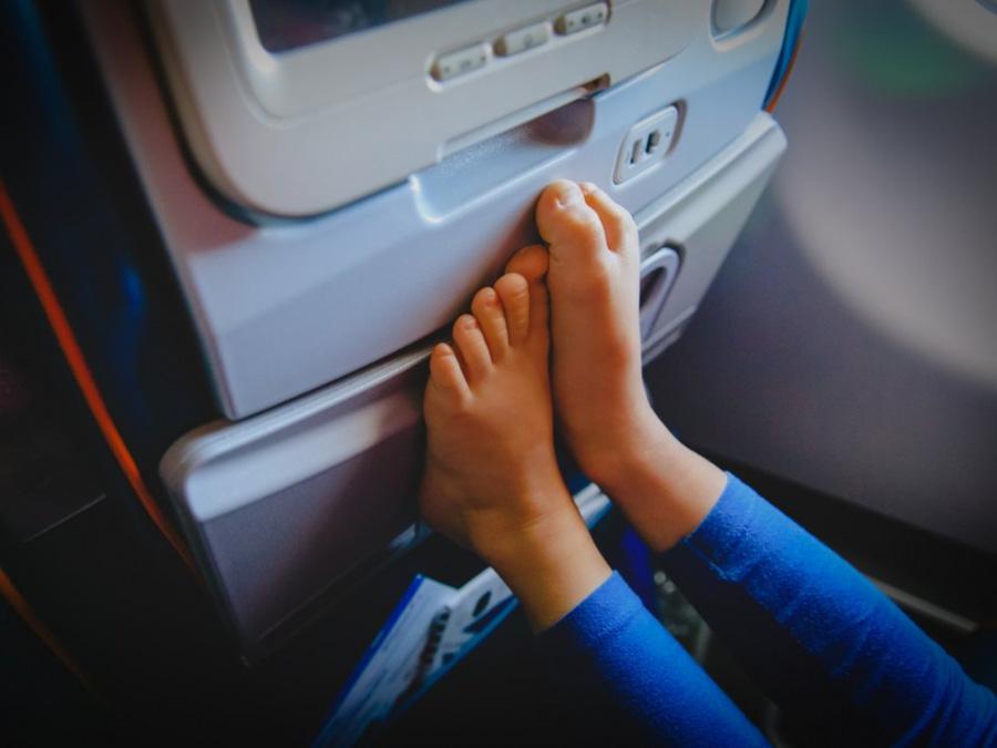 13 kiểu người bị ghét trên máy bay có nên tránh? - Ảnh 13.