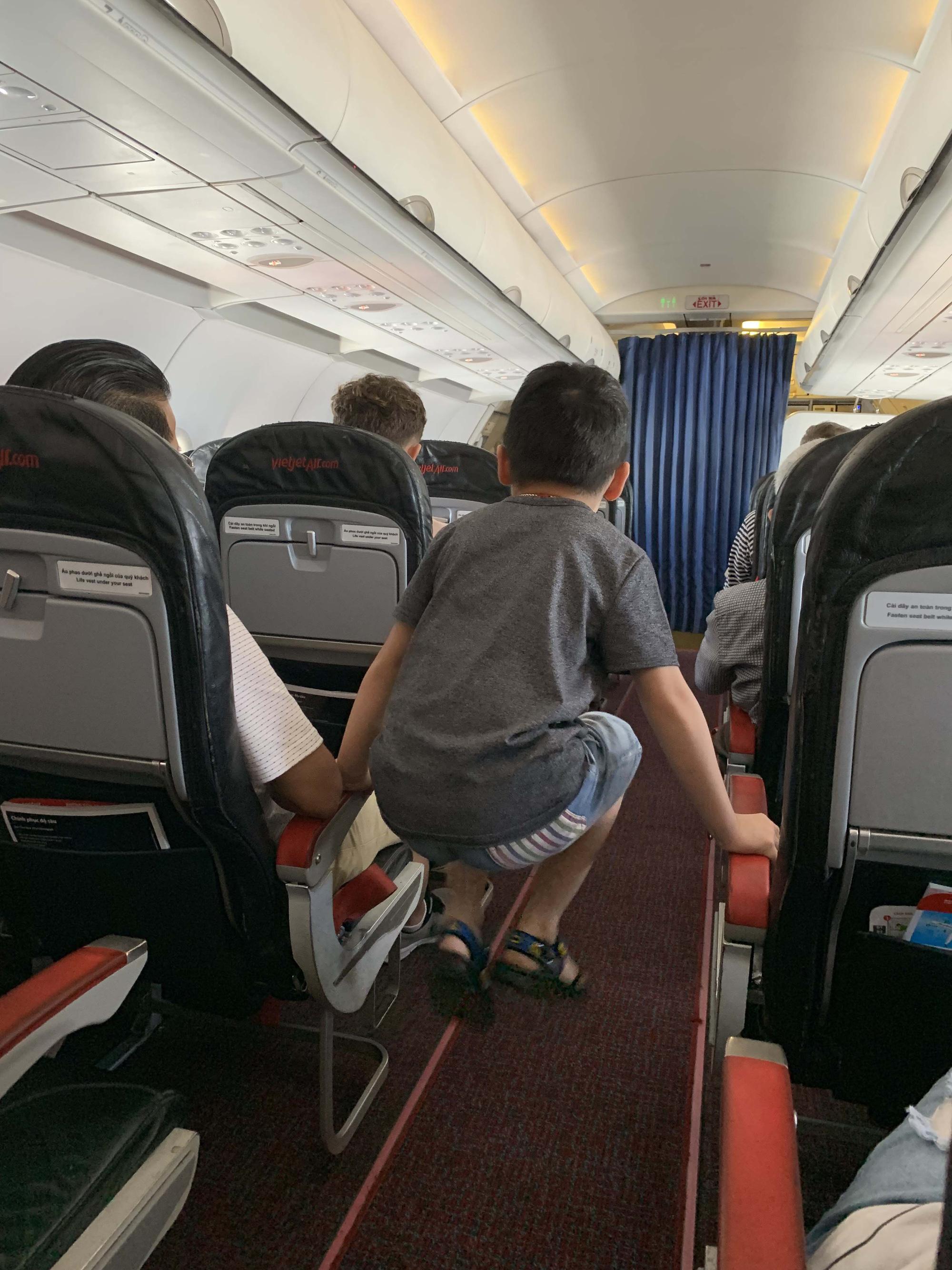 13 kiểu người bị ghét trên máy bay có nên tránh? - Ảnh 3.