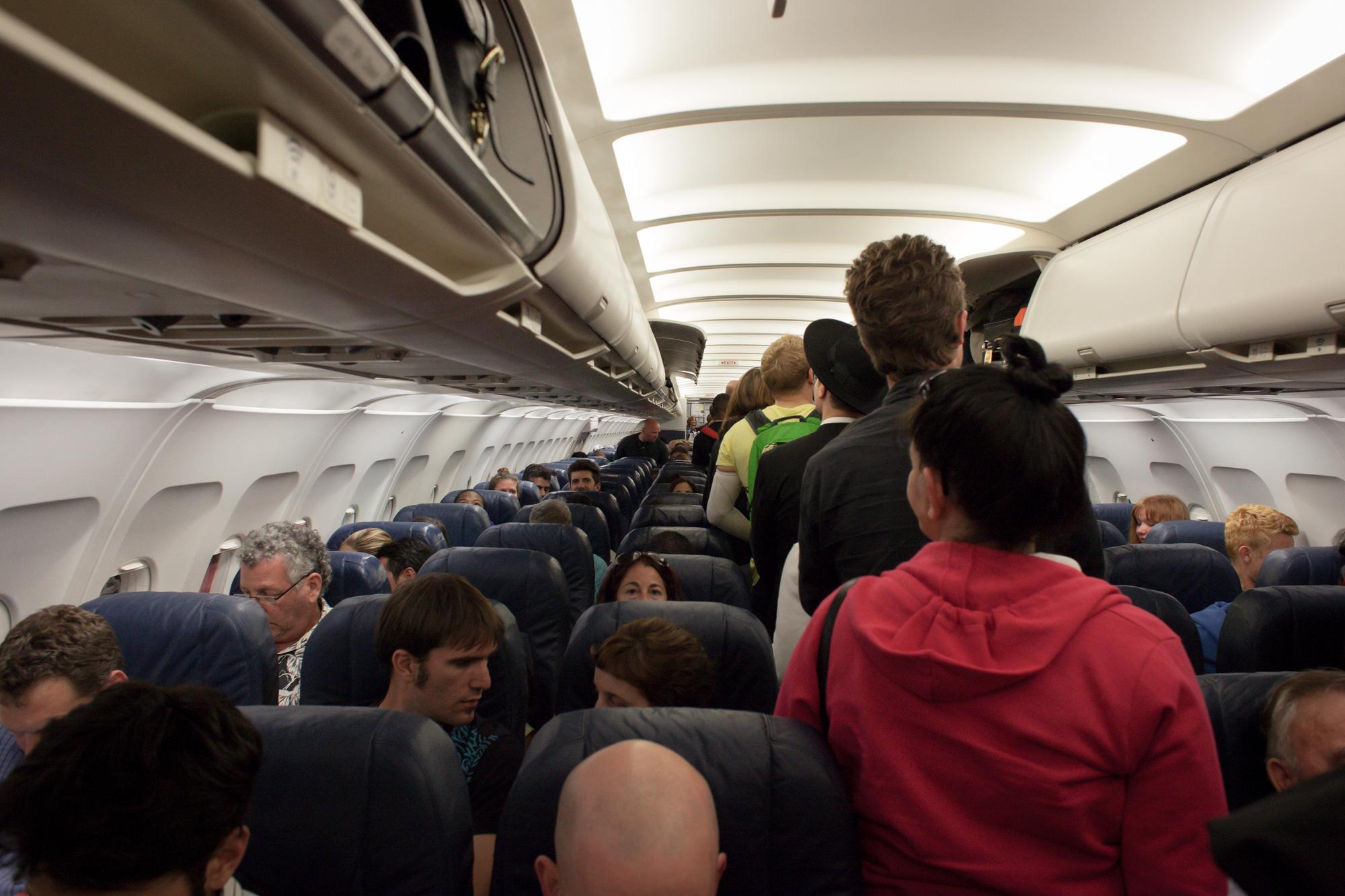 13 kiểu người bị ghét trên máy bay có nên tránh? - Ảnh 6.