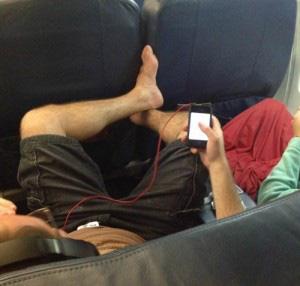 13 kiểu người bị ghét trên máy bay có nên tránh? - Ảnh 12.
